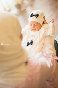 newborn sleeping with mommy